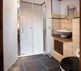 Leafde fan Fryslân cabin double bathroom